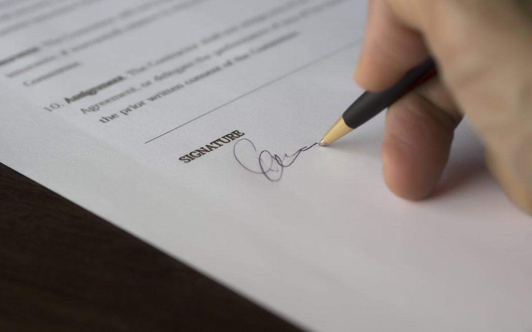 https://pixabay.com/pt/photos/neg%C3%B3cio-assinatura-contrato-962355/