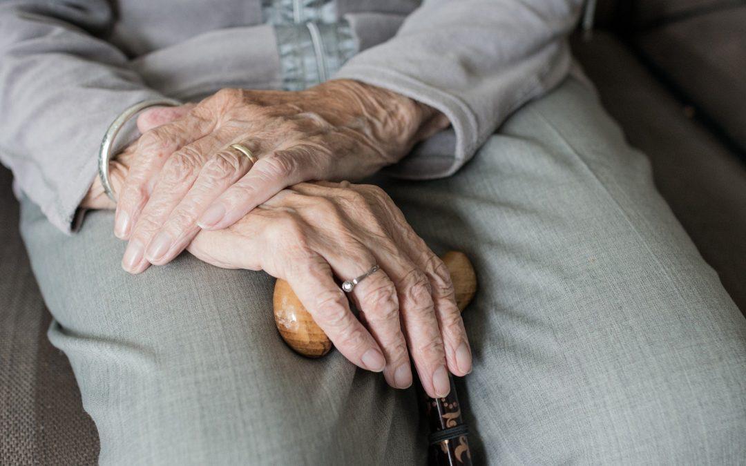 https://pixabay.com/pt/photos/m%C3%A3o-humana-mulher-adulto-m%C3%A3os-3666974/
