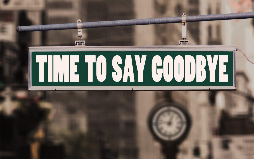 https://pixabay.com/pt/photos/adeus-dizer-adeus-tchau-estrada-3258939/