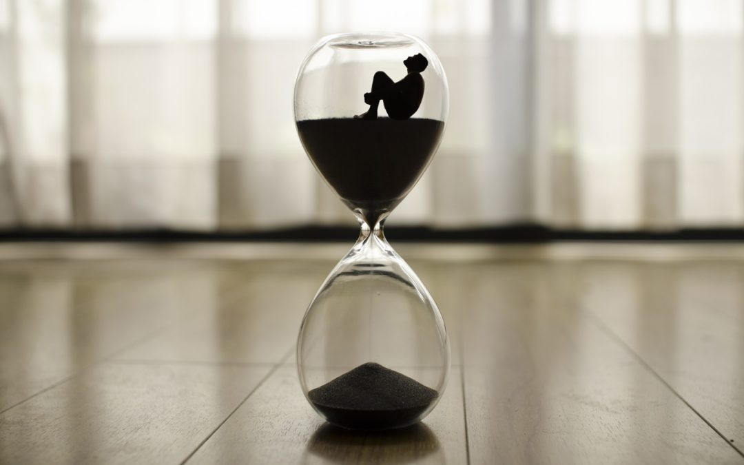 https://pixabay.com/pt/photos/tempo-rel%C3%B3gio-hora-minutos-1485384/