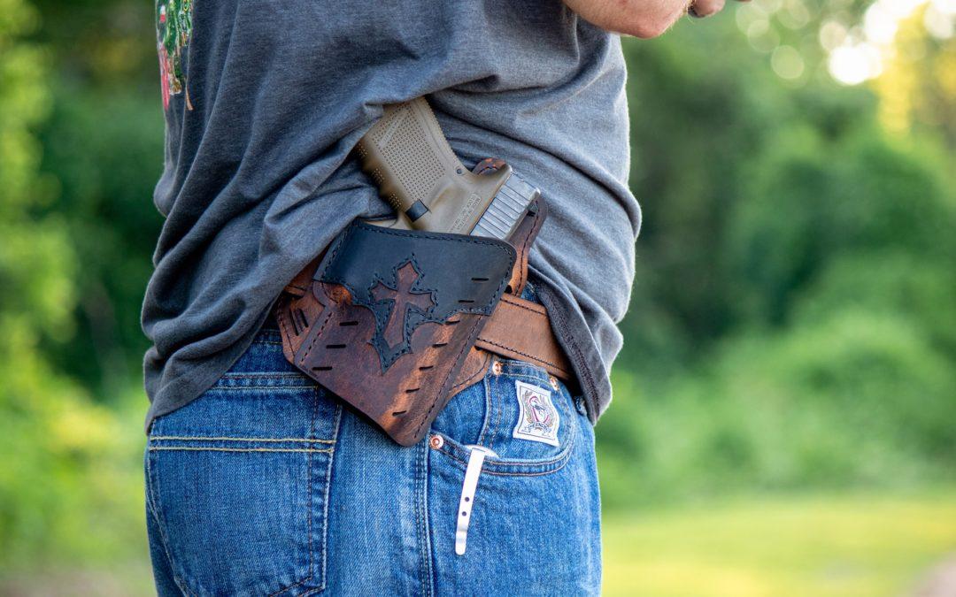 INSS deve revisar benefício previdenciário de vigilante que trabalhou portando arma de fogo