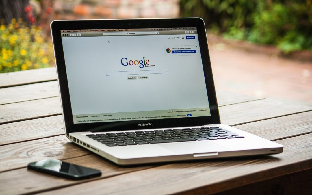 https://pixabay.com/pt/photos/macbook-laptop-google-mostrar-tela-459196/