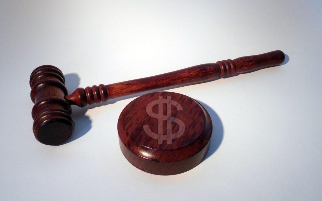 https://pixabay.com/pt/photos/martelo-tribunal-dollar-cifr%c3%a3o-1537123/