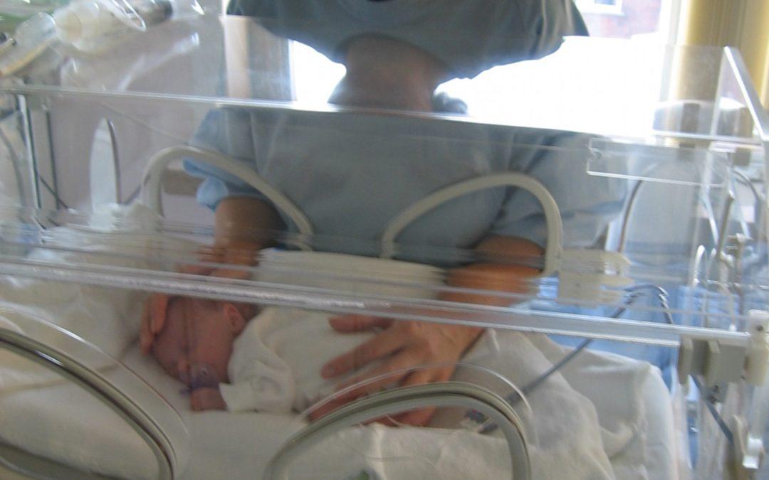 Justiça garante prorrogação de salário-maternidade a segurada que teve bebê prematuro