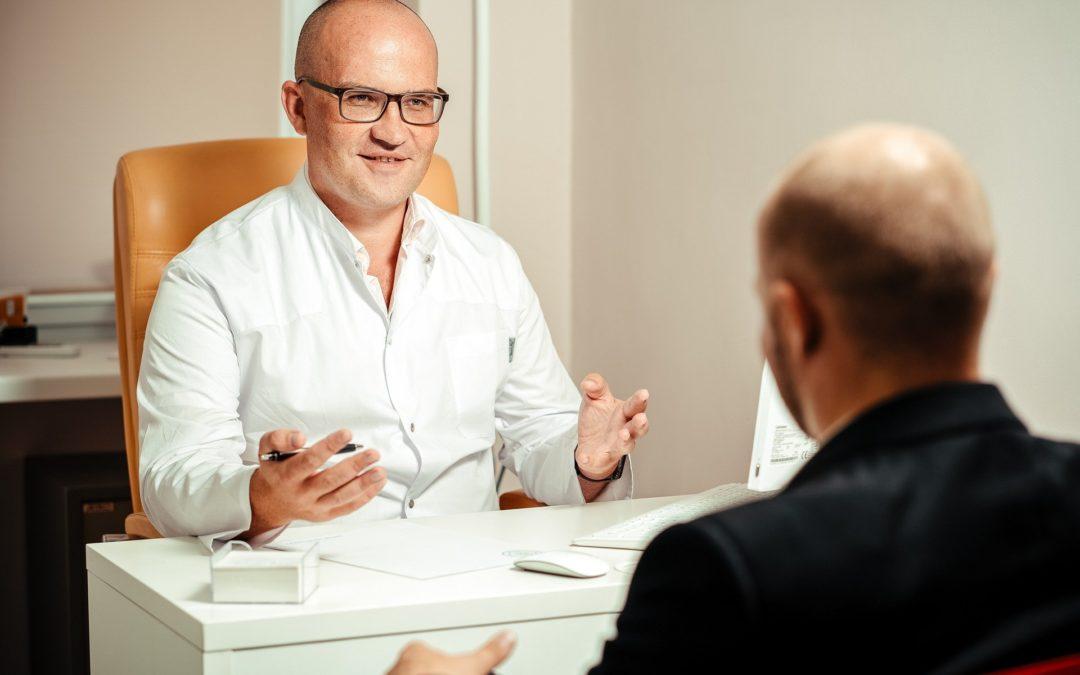 https://pixabay.com/pt/photos/médico-paciente-consulta-discussão-5710152/